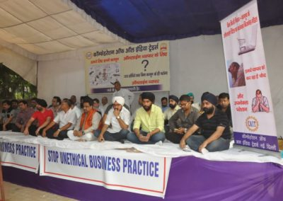 Traders Massive Dharna on Online Retail Issues
